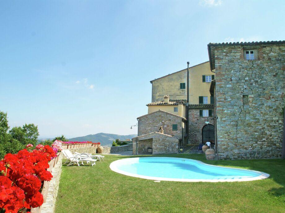 Außenaufnahme Borgo Montecolognola  Torchio