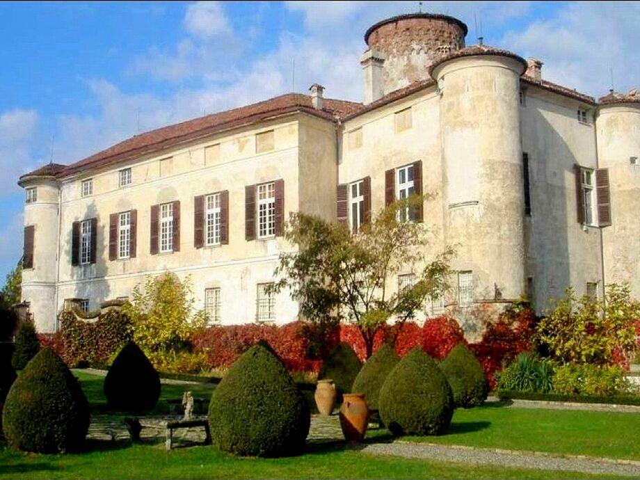 Außenaufnahme Castello Grimalda - Barbacane