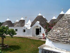 Cottage Lamia
