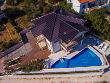 Holiday house Brand new house with swimming pool