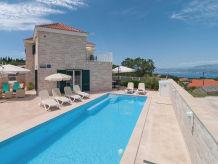 Ferienhaus mit Pool und tollem Ausblick