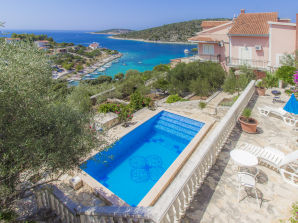 Holiday house Huge property with pool, near sea