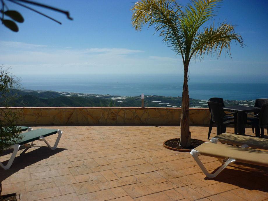 Traumhaft: Aussicht vom Wachturm Torrox bis Málaga