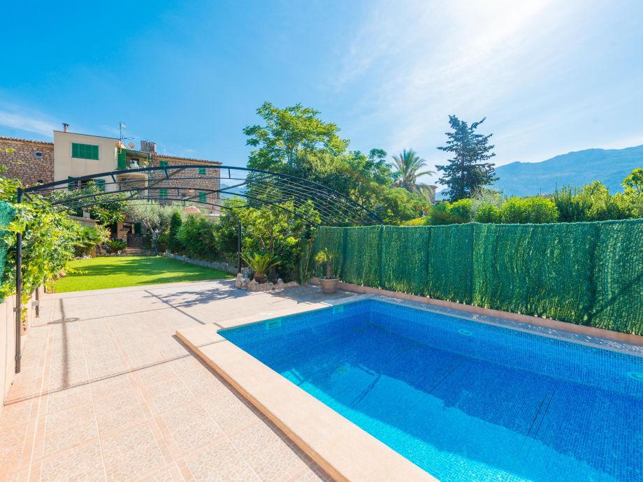 Pool der Villa Solleric