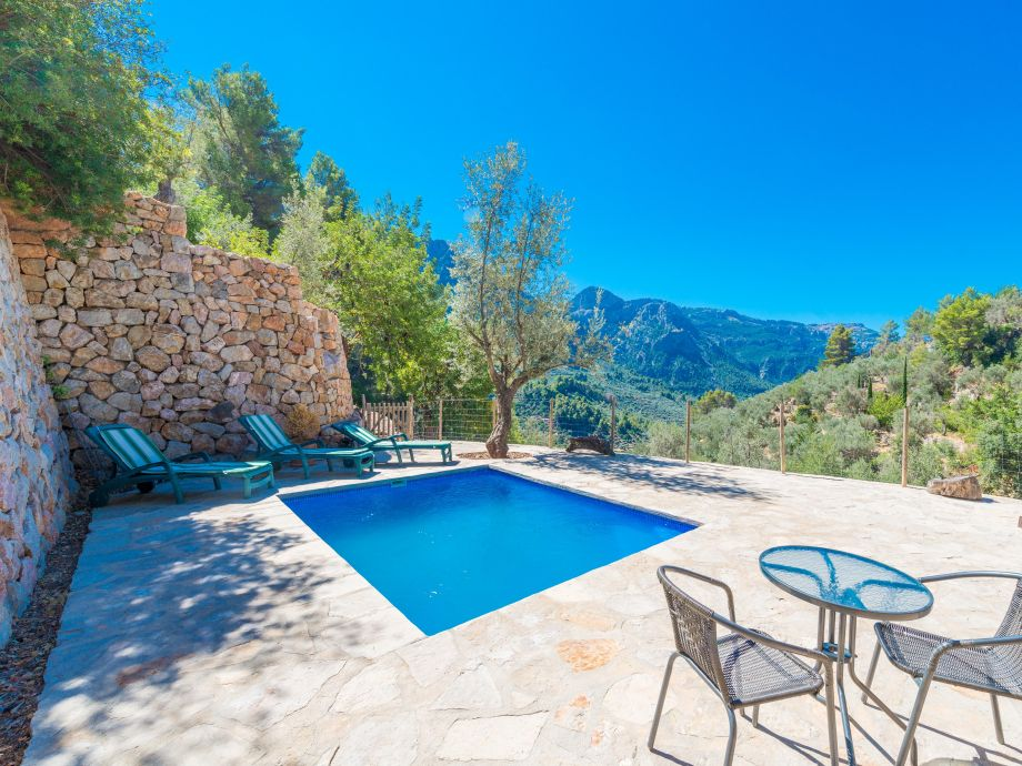 Pool area with stunning views to the mountains