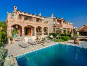 Villa Arta mit Pool