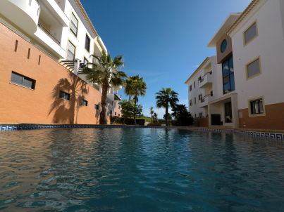 mit Pool Luxus Urlaub