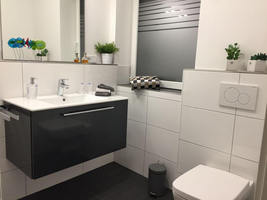 Ferienwohnung glaner braut luxus wohnung oldenburger for Modernes bad mit dusche