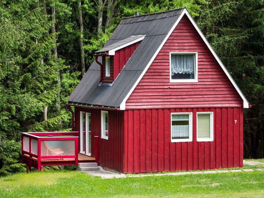 Ferienhaus mit Balkon im Grünen