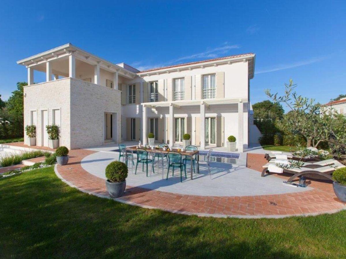 Moderne villa mit umz untem garten und privatpool istrien for Modernes haus villa