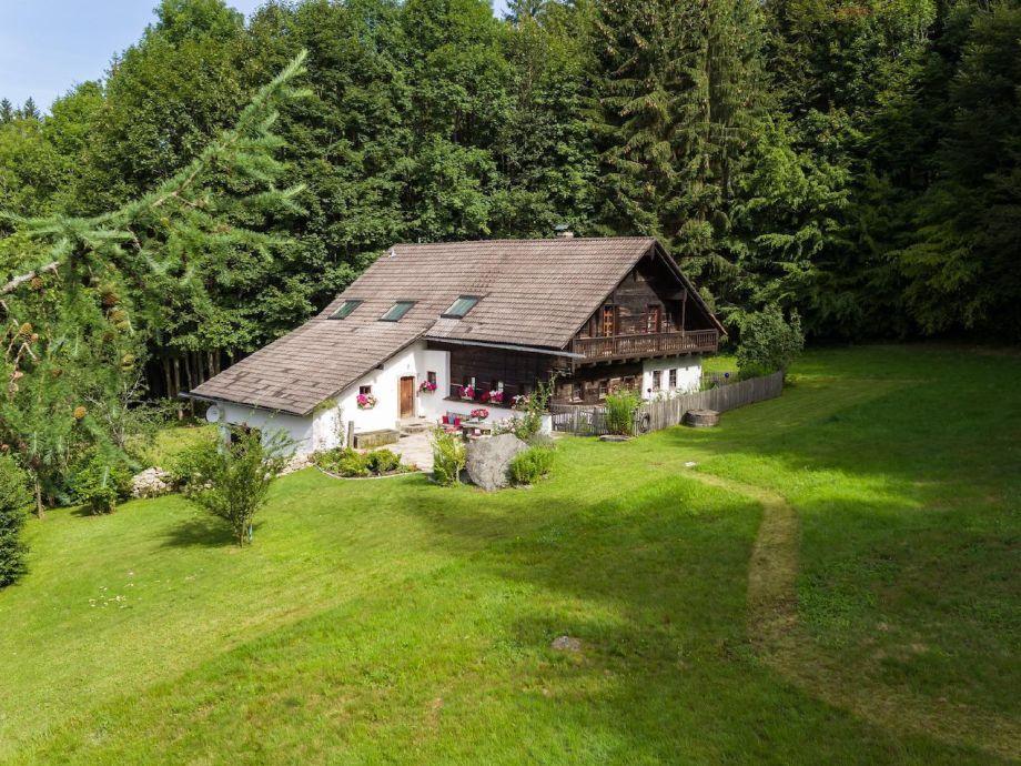 Außenaufnahme Exklusives 5-Sterne-Holzfällerhaus