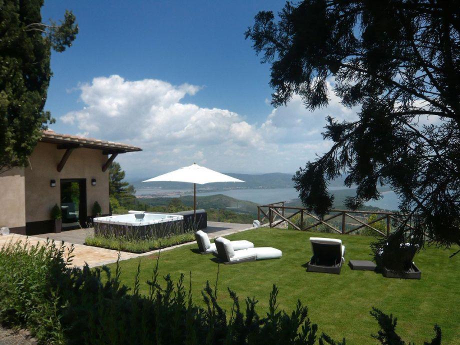 Außenaufnahme Design-Villa mit Panorama-Meerblick