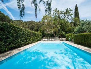 Traum-Villa direkt am Meer mit botanischem 8.000 m² Garten und Pool