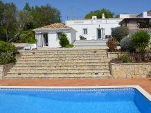 Landhaus Charmantes, ruhig gelegenes Landhaus mit Meerblick und Pool