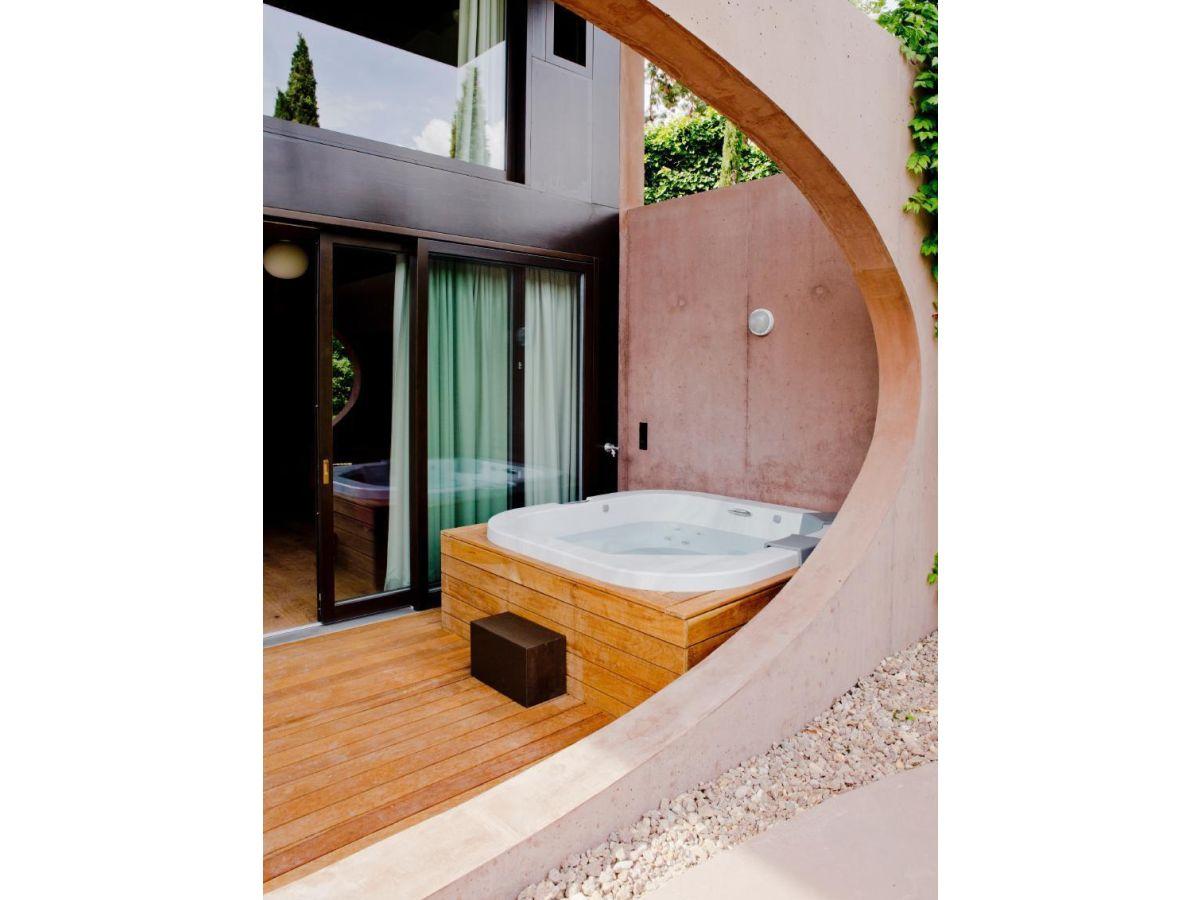 design villa im mediterranen garten mit whirlpool sauna und fitness kaltern firma bellevue. Black Bedroom Furniture Sets. Home Design Ideas