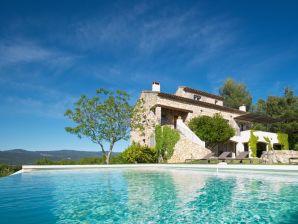 Traum-Villa im provenzialischen Stil mit Infinitypool und Panoramablick