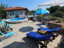 Ferienhaus Nana mit Pool