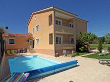 Ferienwohnung Swimmingpool-Villa Irina