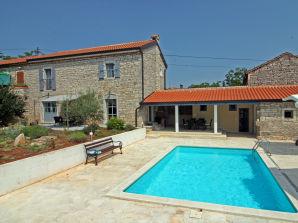 Villa Stifanici mit Pool