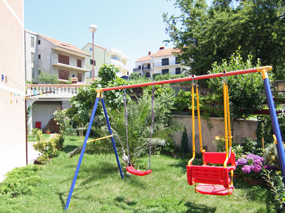 Kinderspielgeräte im Garten