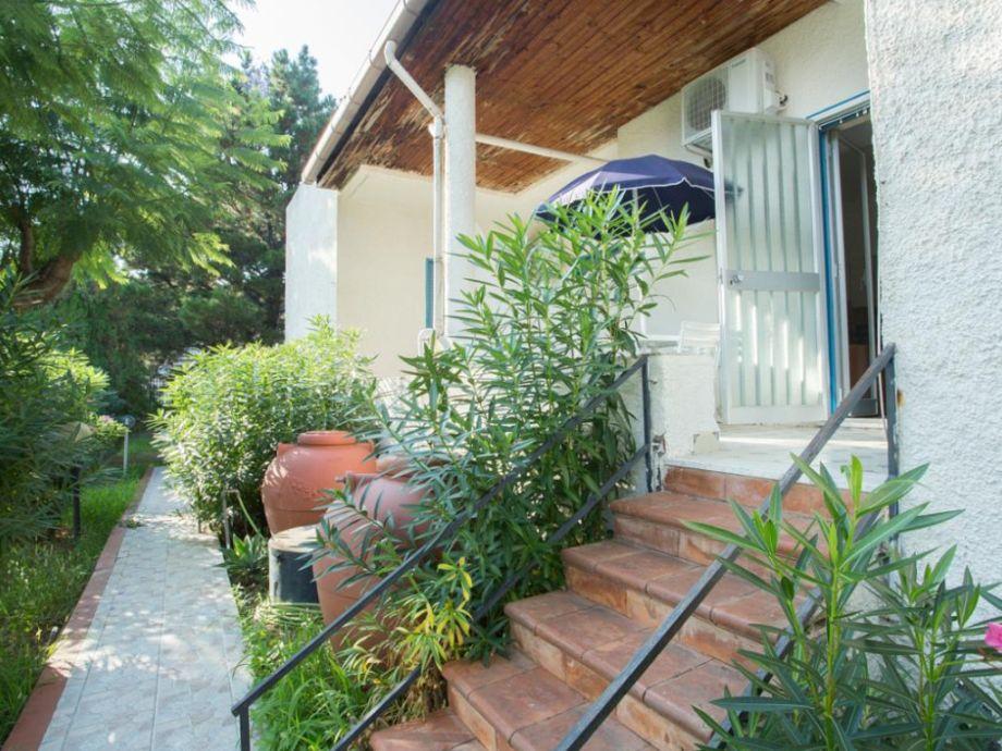 Eingangsbereich der Ferienwohnung mit Terrasse