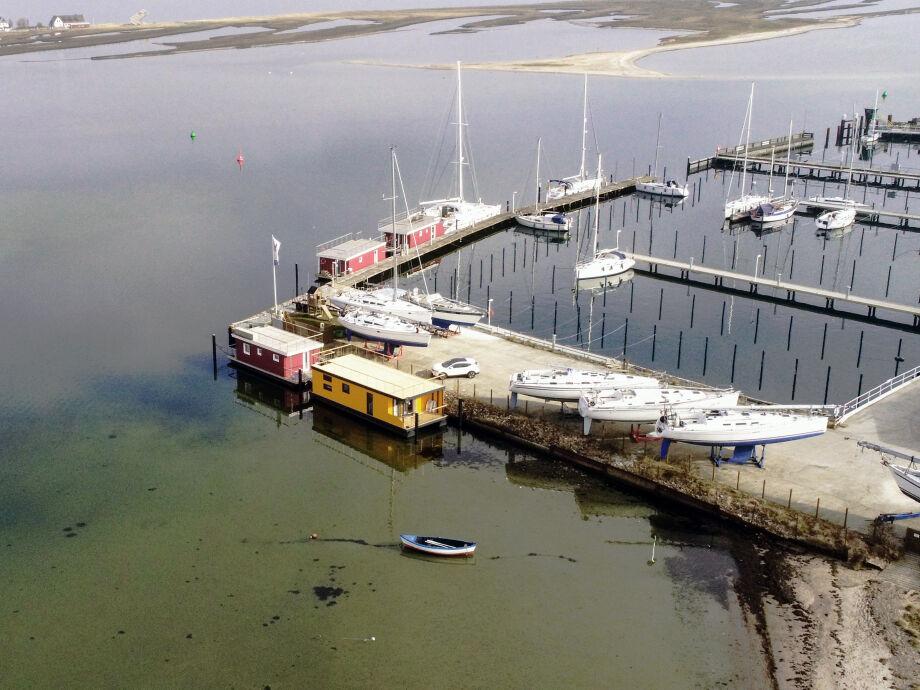 Strand Hausboot Swantje am Liegeplatz