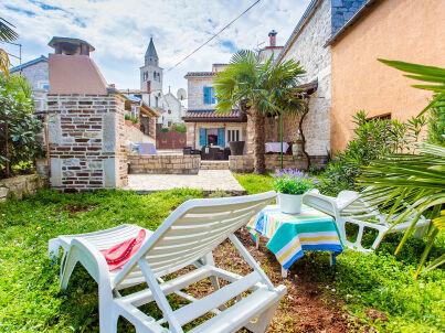 Ferienhaus Maris mit Garten