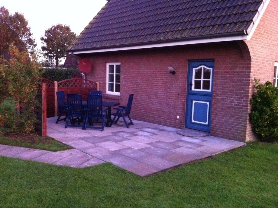 Ihre Terrasse mit Gartenmöbeln und separatem Eingang