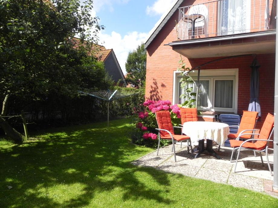 Garten mit Wäschespinne