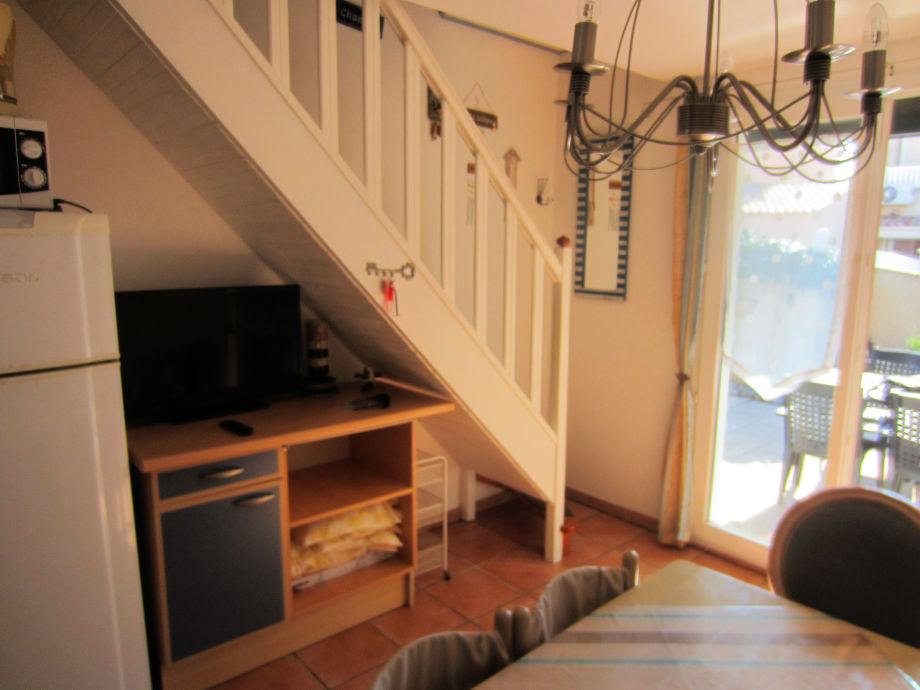 Essplatz mit TV, Ausgang Terrasse