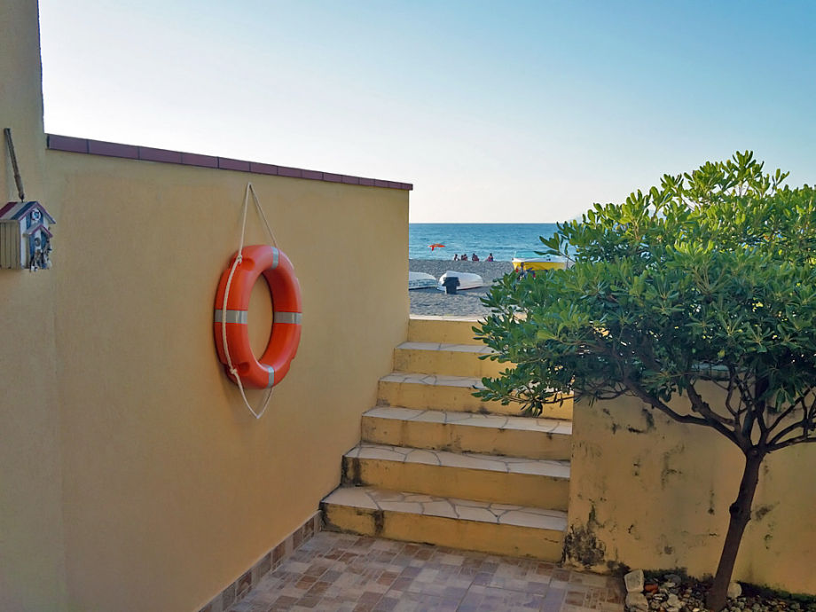 Access from the holiday apartment to the beach