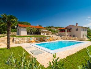 Villa Analucija