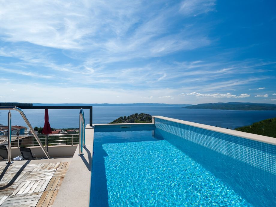 Swimmingpool mit Ausblick