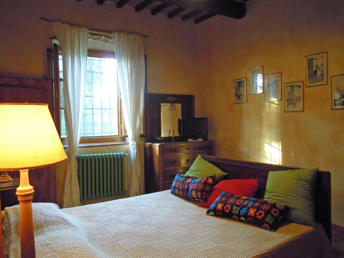 ferienwohnung s casciano nahe florenz rosa rossa. Black Bedroom Furniture Sets. Home Design Ideas