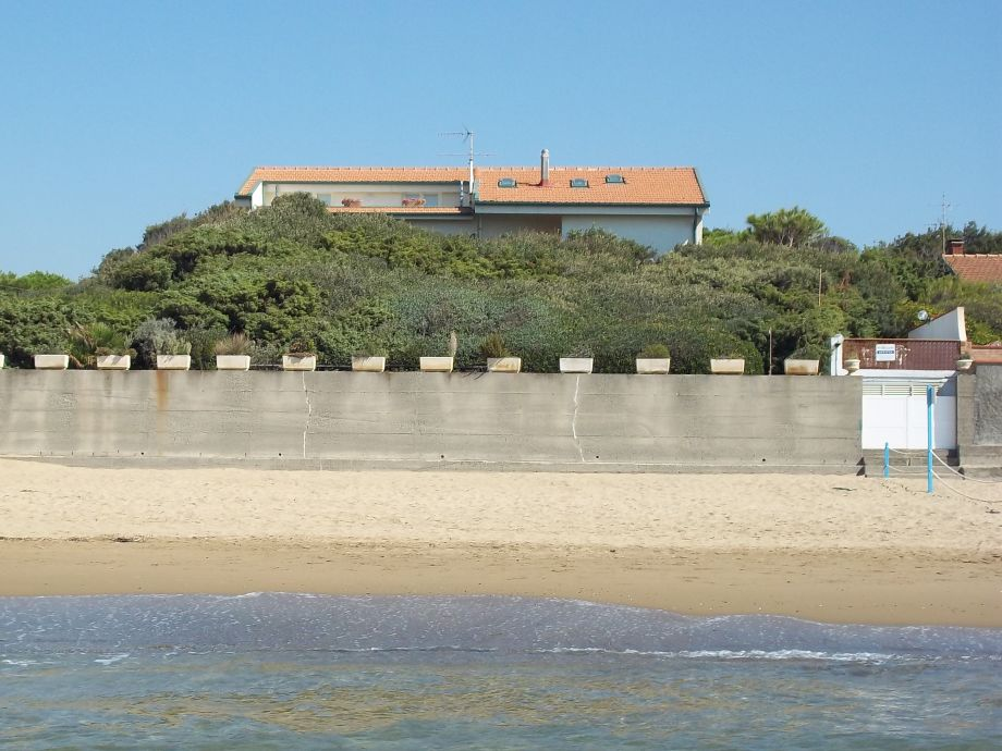 The Villa with the privat gate into the beach