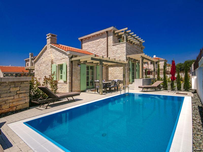 Villa Zeus with pool