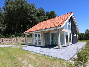"Ferienhaus Zonnedorp 13 ""Beach House"""