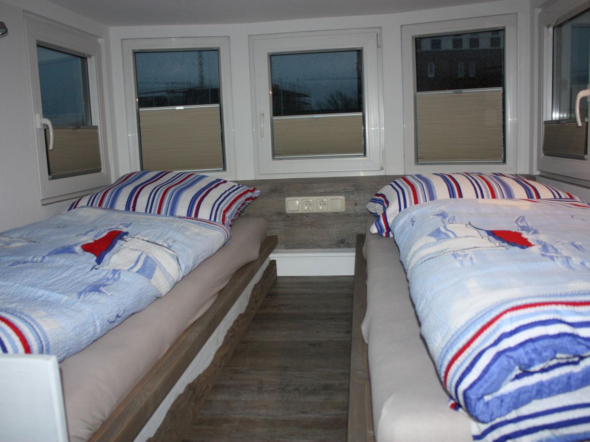 hausboot under dock 18 ostsee l becker bucht firma fehmarnica gmbh frau birte schudera. Black Bedroom Furniture Sets. Home Design Ideas