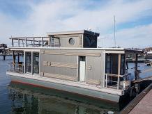 Hausboot Under Dock 18