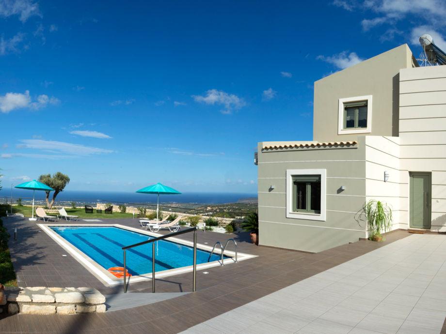 eindrucksvoller Meerblick vom Garten und der Villa aus