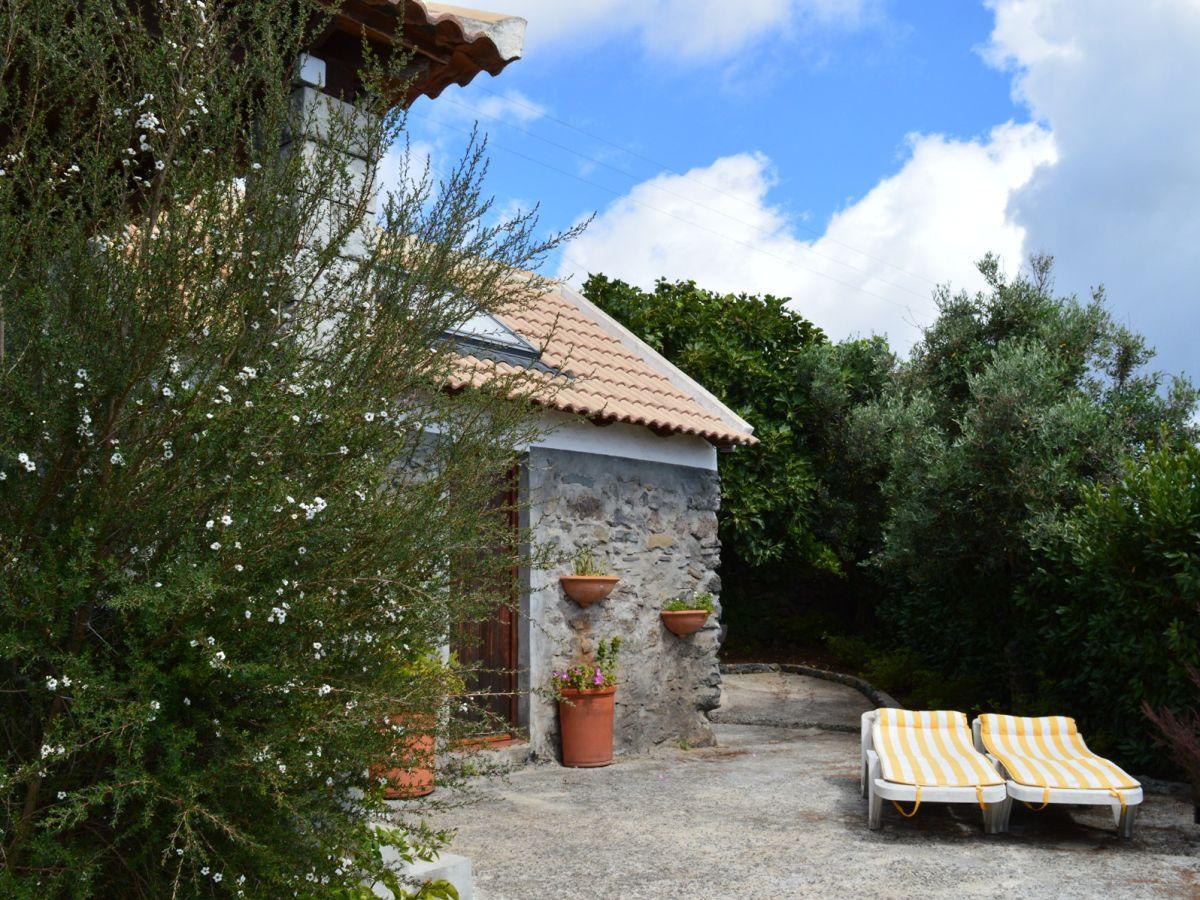 cottage casa do sorriso portugal madeira faja da ovelha firma check in individuelle. Black Bedroom Furniture Sets. Home Design Ideas
