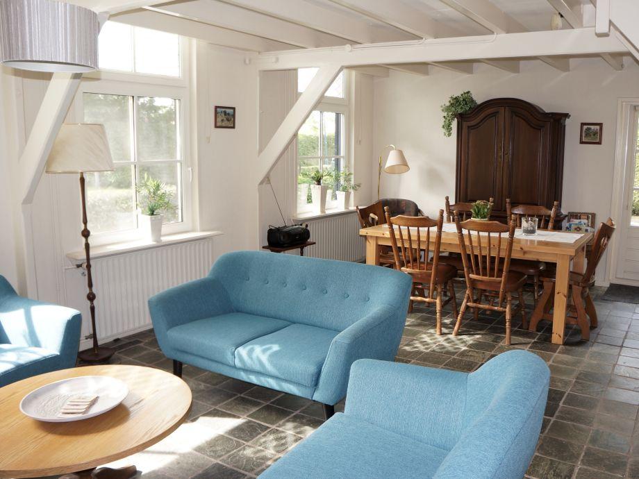 Gemtliches Wohnzimmer Mit Balkendecke