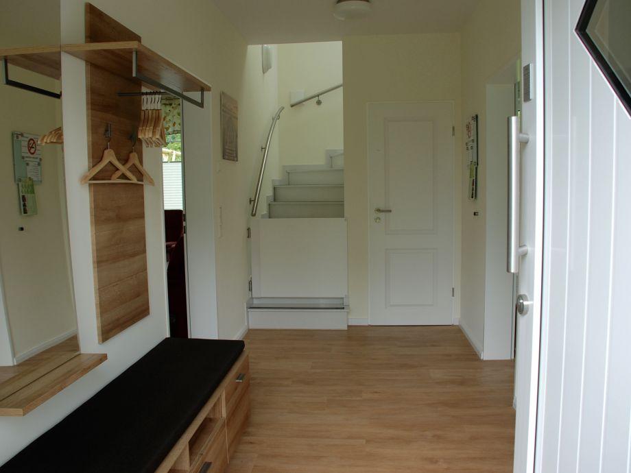 dekor treppe eingangsbereich home design ideen. Black Bedroom Furniture Sets. Home Design Ideas