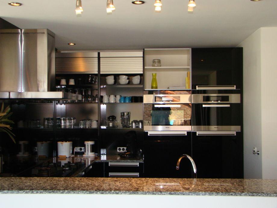 apartment modern egmond egmond aan zee frau nelleke mulder. Black Bedroom Furniture Sets. Home Design Ideas