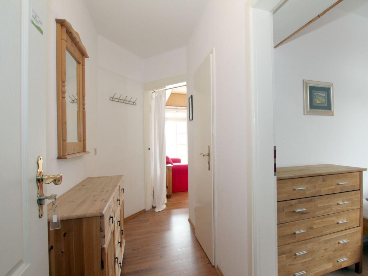 ferienwohnung 4 sandwall 14 wyk auf f hr firma fr drich ferienwohnungen und immobilien. Black Bedroom Furniture Sets. Home Design Ideas
