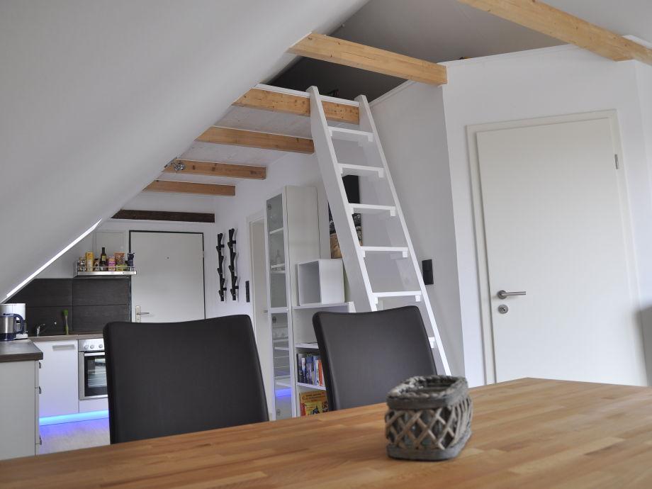 Gemütliche Dachschrägen mit Blick in den Dachfirst