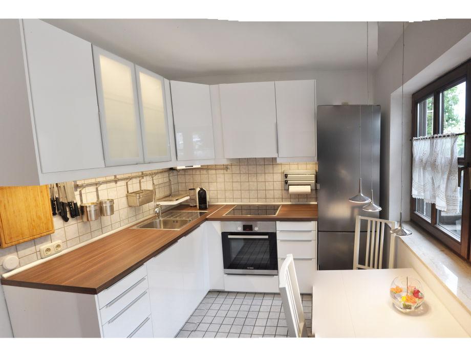 neue, moderne, vollgausgestattete Küche