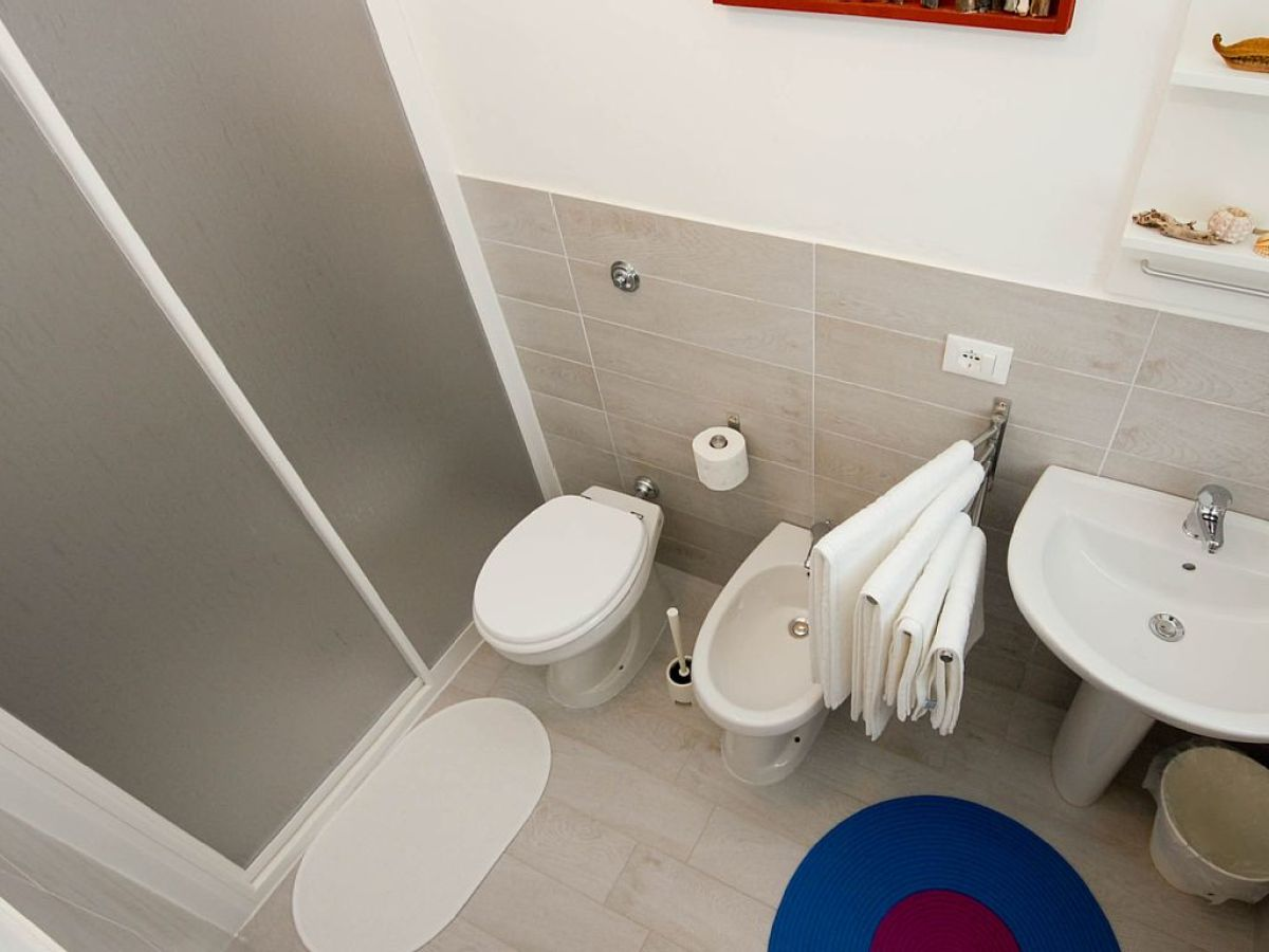 villa nur 100 meter vom strand entfernt sizilien palermo firma lascari immobiliare s a s. Black Bedroom Furniture Sets. Home Design Ideas
