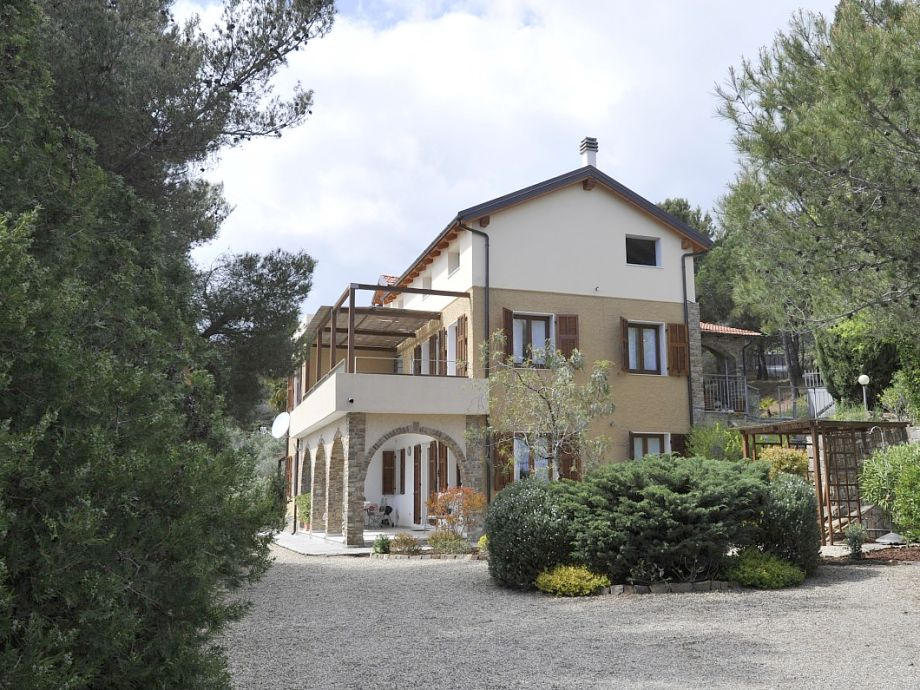 The villa with the apartment