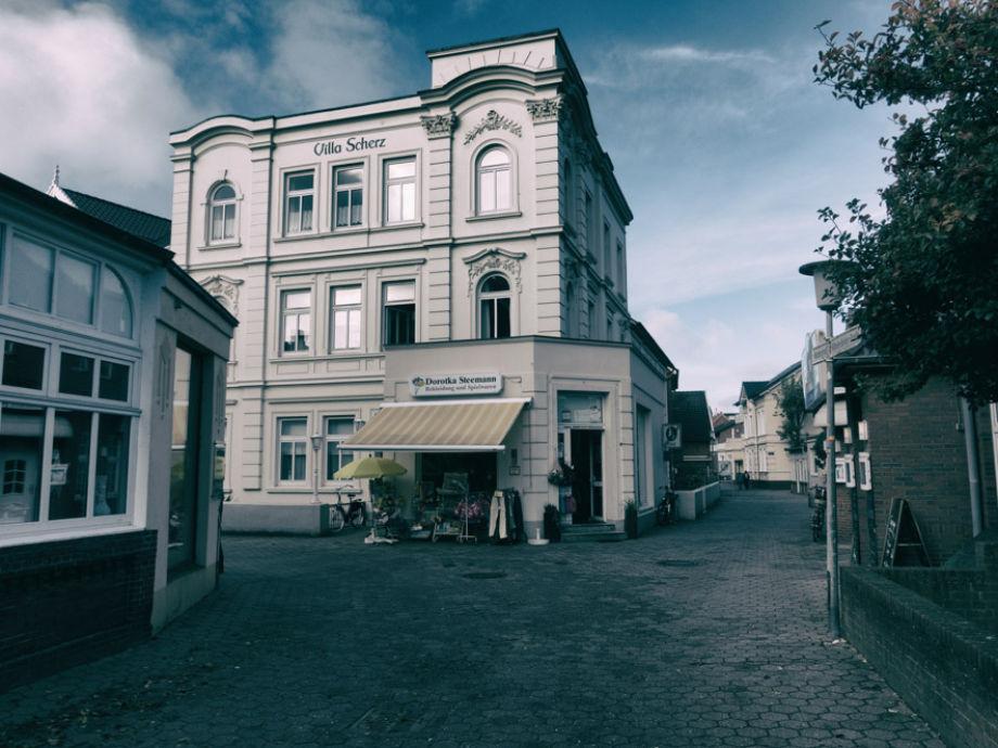 Außenaufnahme in der Villa Scherz